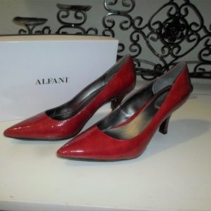 CHERRY RED HEELS SIZE 11